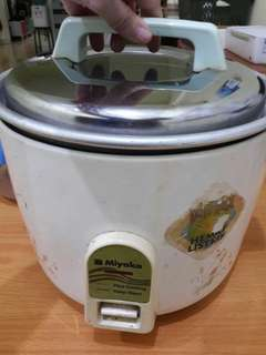 Preloved Rice Cooker Besar Brand Miyako