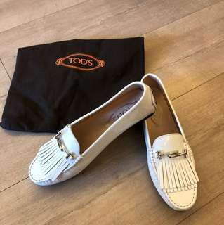 TOD'S 白色柒皮鞋,全新38size,shop要差不多$4700