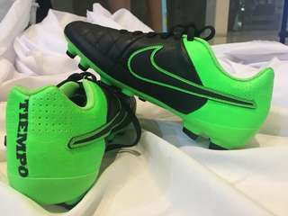 Nike soccer shoes 💯% authentic