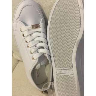 Guess Women's Fashion Sneaker