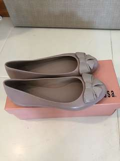 Melissa Shoes pink ribbon