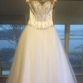 Fantasia wedding Gown