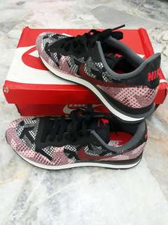 NEW Nike Internationalist Jcrd Shoes