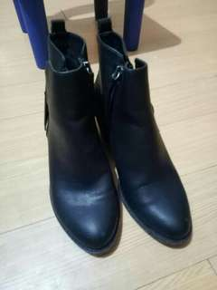 Boots for sale mga beshy