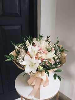 Lily Handbouquet - Large