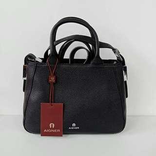 Aigner Vittoria Black Size 27x20x10cm