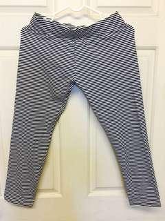 🚚 原價490全新Hang Ten專櫃黑白細條紋純棉7分褲內搭褲(棉質透氣穿起來很顯瘦)  #材質很優