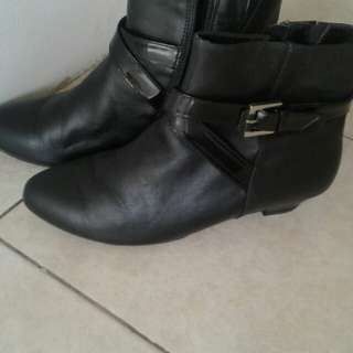 Black Boots woman's