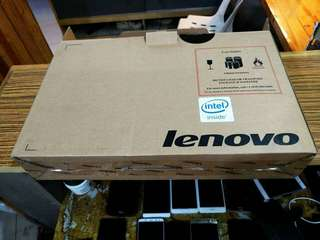 Lenovo Yoga 300 2-1 laptop Quadcore 4gb ram, 500gb, touchscreen