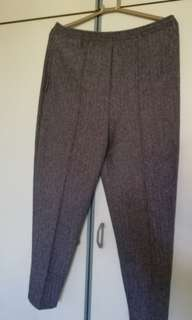 Women's pants. Slightly thick comfortable material
