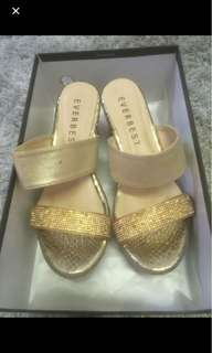 Gold wedges shoe