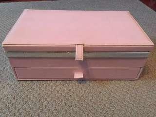 Light pink jewellery/makeup box