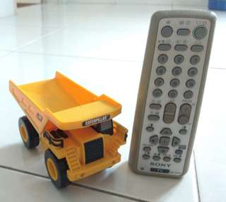 Caterpillar truck toy
