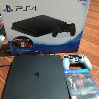 PS4 SLIM WITH 2 GAMES