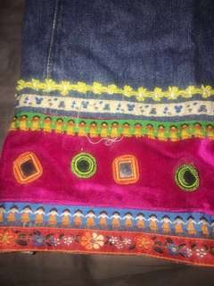 Cuffed patterned jeans