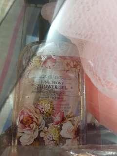 Lovely lace shower gel