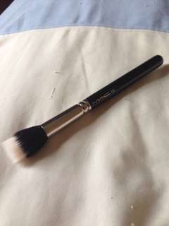 188 small MAC duo fibre brush