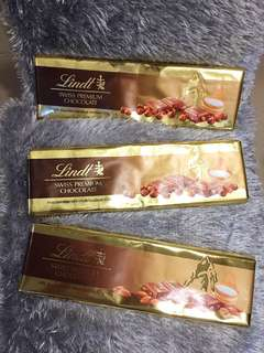 Lindt Milk Chocolate w/ Whole Hazelnuts 300g
