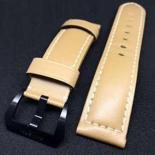 原價$3,870 現低於6折出售。全新Panerai原廠經典啡色真皮錶帶連陶瓷針扣,有單據。原$3,870,現低於6折出售