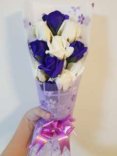 11 mixed purple and white roses bouquet