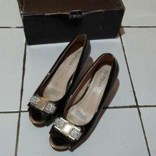 Sepatu sofiya