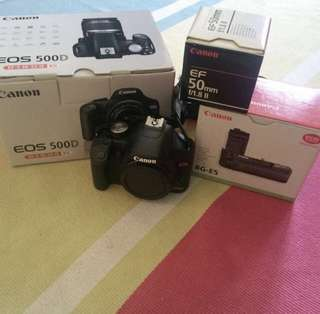Canon 500D, original battery grip and Canon 50mm lens