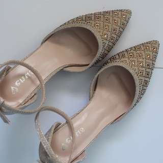 Venus Gold Pointed Heels