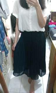 🚚 二手。UNIQLO百摺鬆緊長裙 深藍色S號