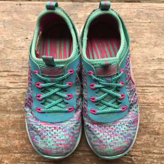 Skecher sport shoes 30