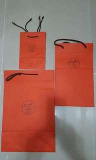 Hermes 紙袋3個,$150。