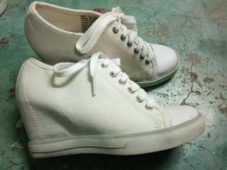 White rubber shoes wl heels