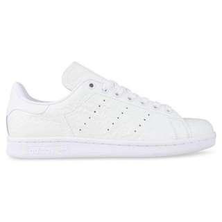 All white Stan Smiths size 6W
