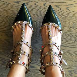 Valentino rockstuds heels in patent leather in black size 35.5