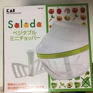 NEW. Mini salad chopper/spinner