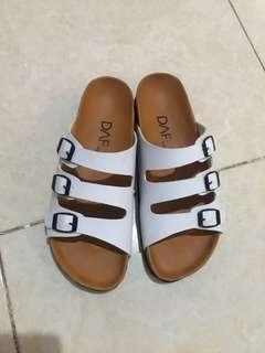 Sandal wanita putih