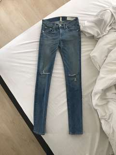 Rag & Bone Skinny Jeans with rips in the knees size 24