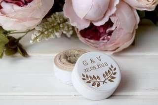 Wedding ring box / ring holder