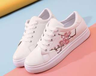 White floral embroidered shoes
