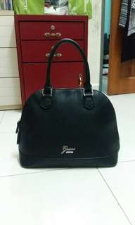 (Free postage) Guess bag