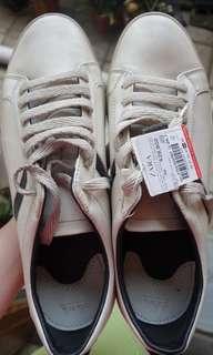 Sepatu Zara Cowo (Putih)