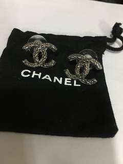 CHANEL 超靚👍🏻 扭紋耳環  100%real & 100%new✨