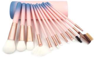 SALE‼️12pcs.Makeup Brush set with Container✨