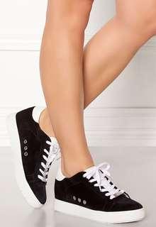 STEAL Steve Madden Sneakers
