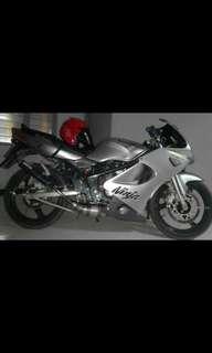 Moto kawasaki ninja rr 150