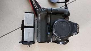 Canon eos 1000D + bg-e5 original