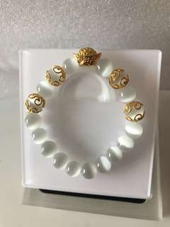 Yuan Bao Cat Eye Stone Bracelet