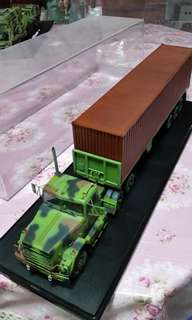 M915 Tractor Trailer with Display Case 1/35