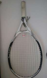 Easy-to-handle tennis racquet (good condition)
