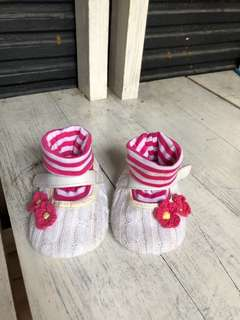 Sepatu sekaligus kaos kaki for baby girl