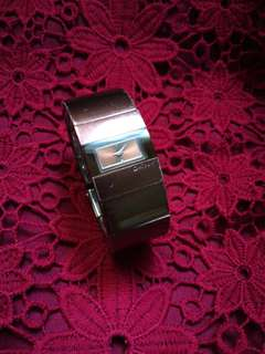 DKNY STAINLESS STEEL CASE BACK